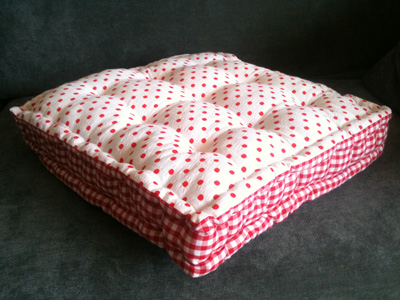 Make a quilted floor cushion :: Free sewing pattern :: UK sewing ...