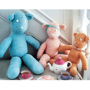 knit teddy bear family - Knit a teddy bear family: free pattern - Free toy knitting patterns - Craft - allaboutyou.com