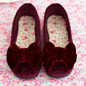 Slippers with bow detailing - free sewing patterns - craft - allaboutyou.com