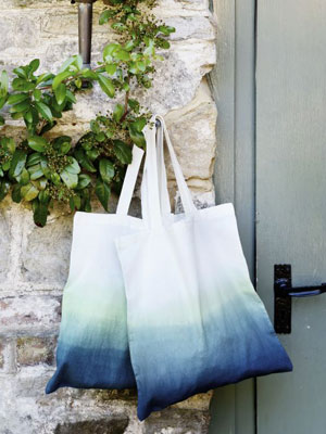 How to dip-dye a bag - accessories to make - fabric dye - easy craft projects - Craft - allaboutyou.com