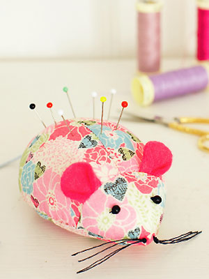 How to make a mouse pincushion :: Free sewing patterns :: UK sewing ...