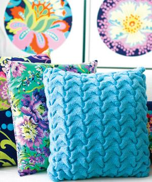Knit a textured cushion :: Free cable knitting pattern :: cushion cover patte...
