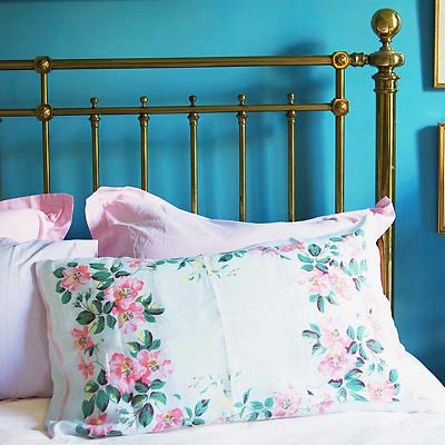 Sew a Cath Kidston rose linen pillowcase :: free sewing pattern ...