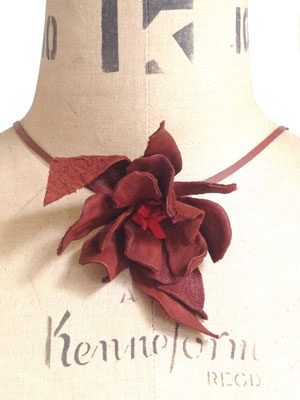 Leather flower necklace to make - Make a leather flower necklace or hair clip - Craft - allaboutyou.com